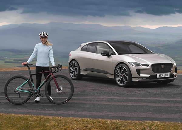 """Jaguar I-PACE completa la sfida dell'""""Everesting"""" con una singola ricarica. Al volante una campionessa olimpica di ciclismo"""