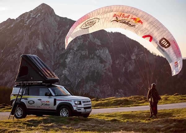 La Land Rover Defender è il veicolo di supporto della Red Bull X-Alps, l'adventure race più dura del mondo
