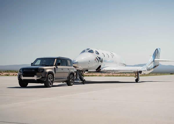 I veicoli Land Rover supportano il primo volo della Virgin Galactic con equipaggio al completo, a bordo il fondatore Sir Richard Branson