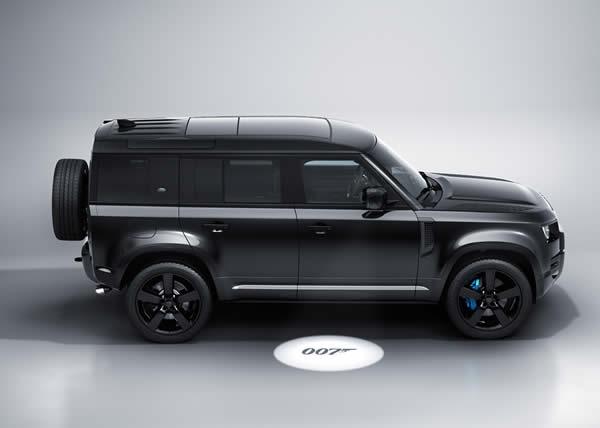 "Land Rover presenta la nuova Defender V8 Bond Edition ispirata a ""No Time To Die"""