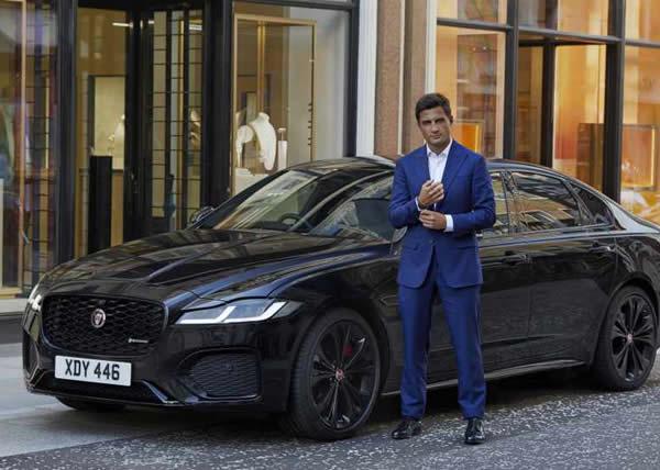 """Jaguar XF protagonista di un avvincente inseguimento tra le strade di Londra per celebrare l'uscita del film """"No time to die"""""""