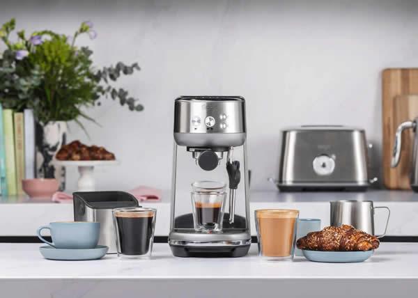 Sage presenta the Bambino, la macchina per espresso compatta per preparare un caffè di qualità a un costo accessibile.